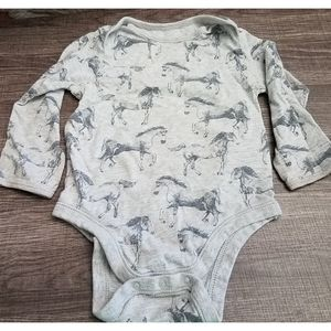 4/10 Old Navy size 18-24 months. Smudge